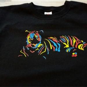 Tricou colorat personalizat